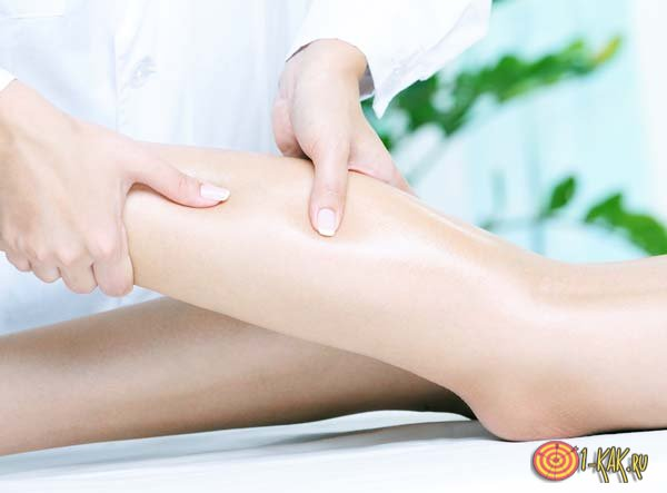 Массаж ног девушки