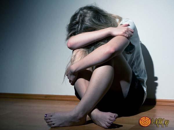 Сидит на корточках в депрессии: не может забыть