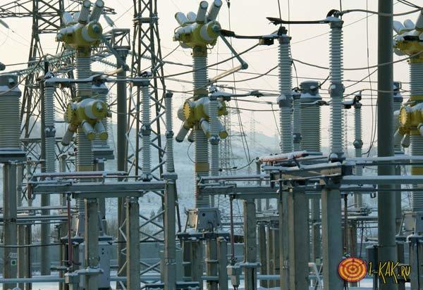 Подстанция преобразовывает электричество