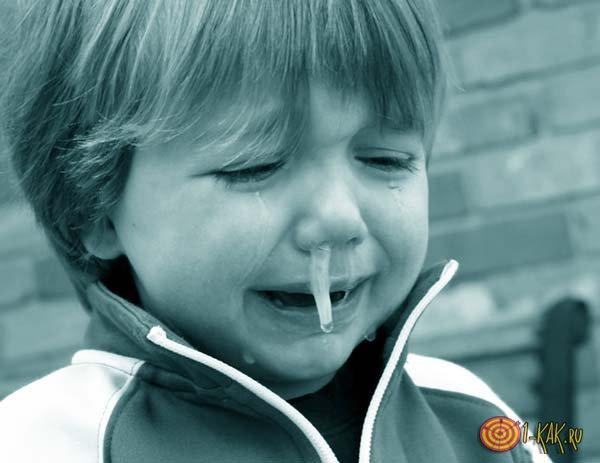 Сопли в носу мальчика