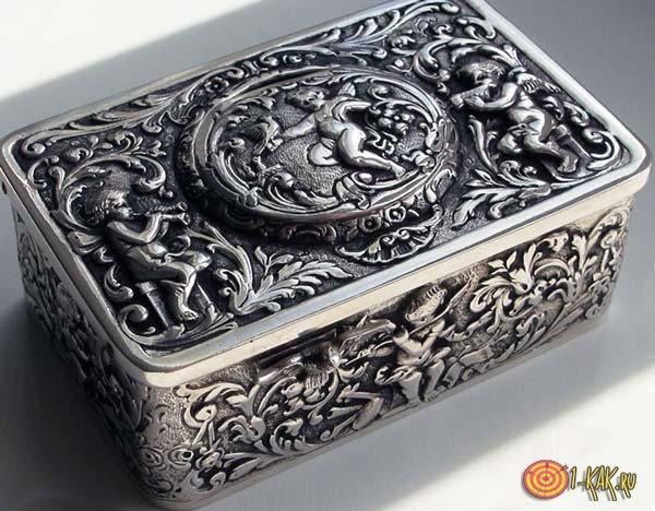 Серебряная шкатулка мутного оттенка