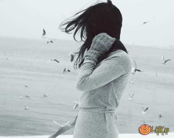 Избавляется от воспоминаний о любимом