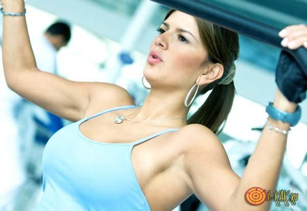 Занимается фитнесом, чтобы снова похудеть