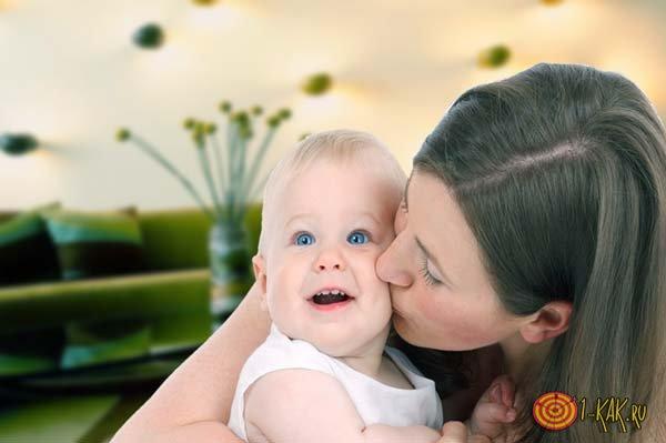 Ребенок и мама, зараженная гепатитом
