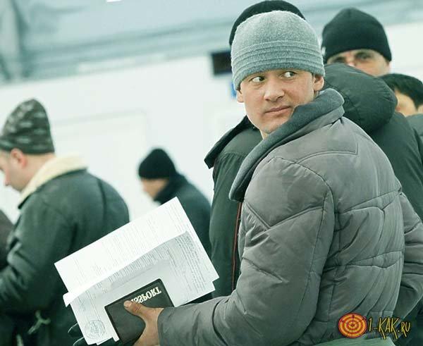 У него двойное гражданство в России