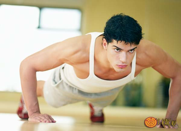 Верх грудных мышц можно накачать с помощью отжиманий