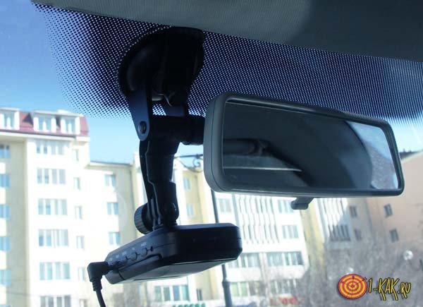 Автомобильный видеорегистратор записывает происходящее на дороге