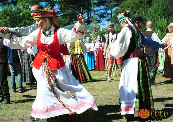Вепсы танцуют на народном празднике