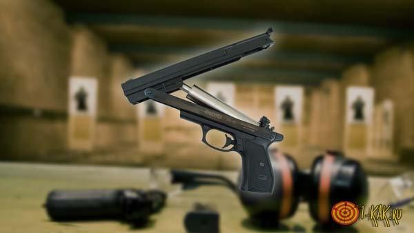 Пневматический пистолет в тире