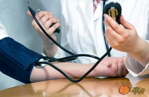 Тонометр показывает точное артериальное давление