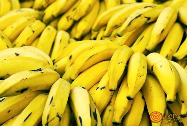 Спелые бананы на рынке