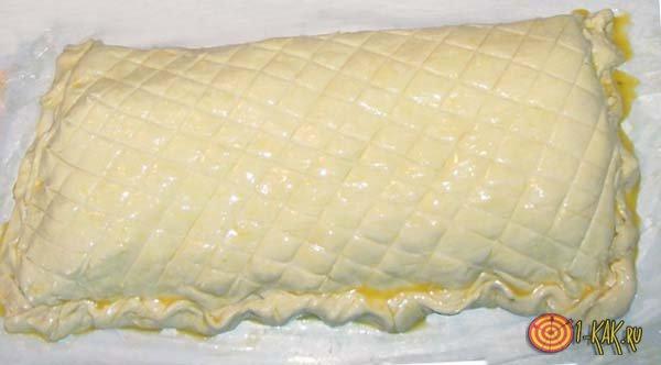 Красиво смазанный меланжем пирог