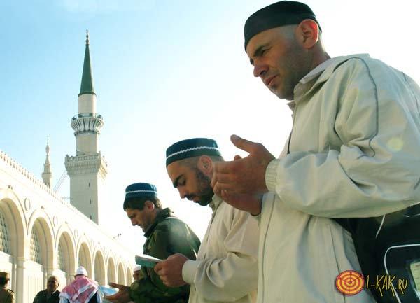 Образ куфров возле мечети