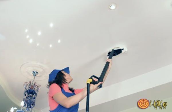 Моет потолок с вобоэмульсионкой