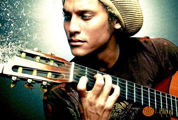 Играет регги на гитаре