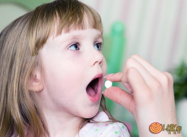 Ребенок и лекарство от глистов