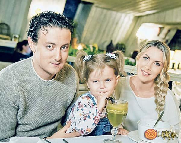 Стас и Алена Ярушины с дочерью