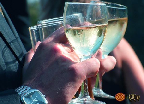Совмещают шампанское с антибиотиком
