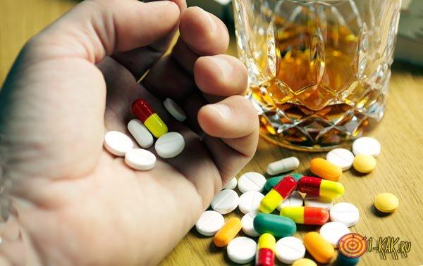 Антибиотики совмещают с выпивкой