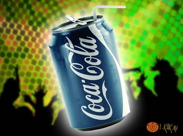 Банка голубой кока-колы на вечеринке