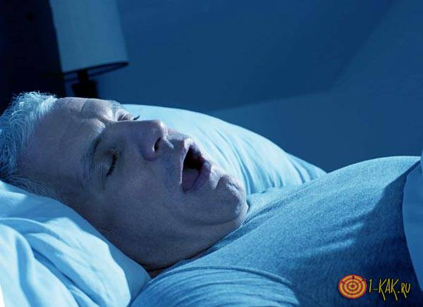 У мужчины нарушение дыхания во сне