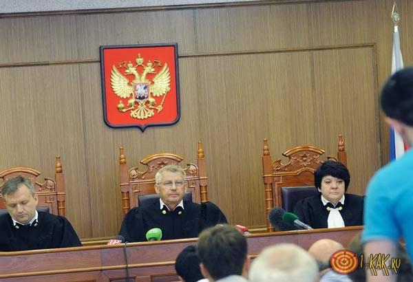 Свидетель выступает в суде