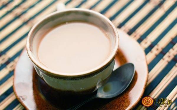 Кружка чая с молоком