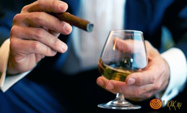Сигара и стакан виски