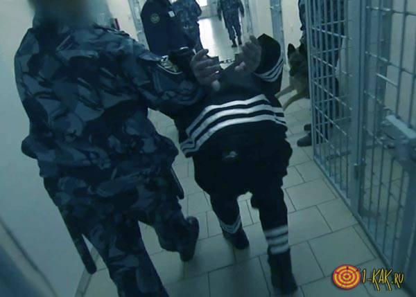 Особый режим - ведут заключенного