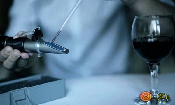 Снижает кислотность вина: PH