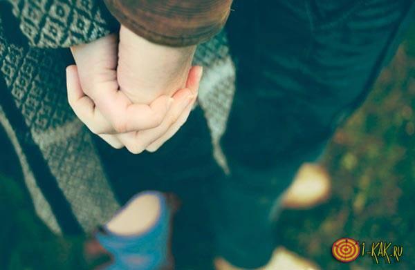Просто друзья держатся за руки