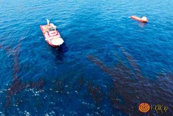 Нефтяные пятна в океане
