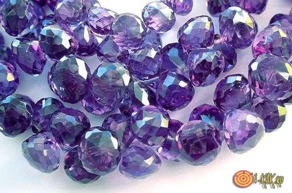 Сиреневые бусы из минерала