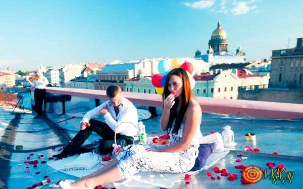 Организовал оригинальное свидание на крыше