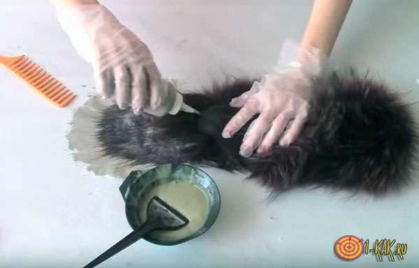 Окрашивает мех песца в черный цвет