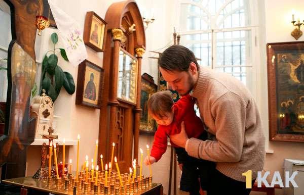 Обычай в храме - папа с сыном