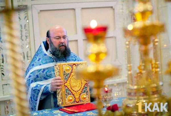 Священник и лампады