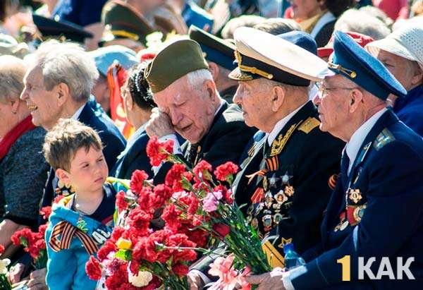 Ветераны с подарками на 9 мая